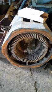 Двигатель с жесткими секциями
